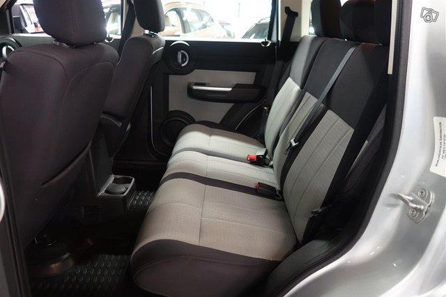 Dodge Nitro 9