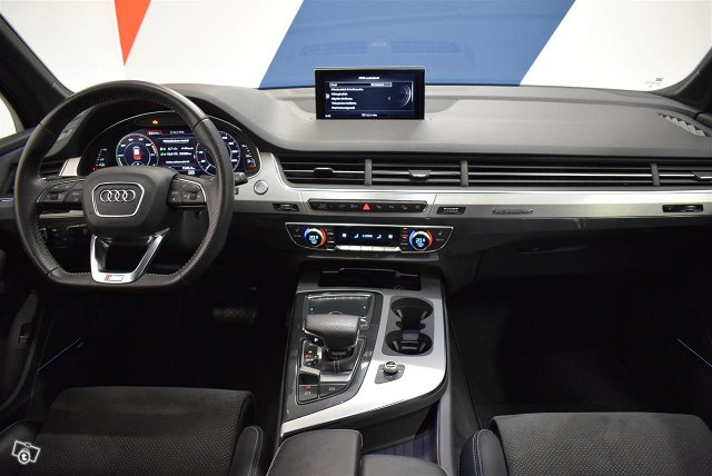 Audi Q7 9