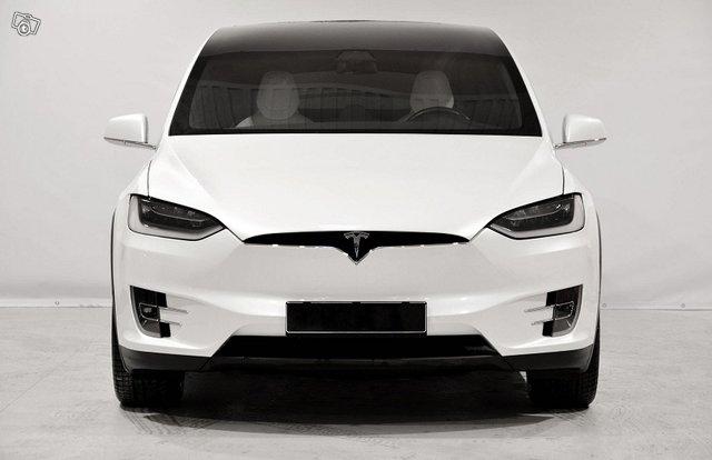 Tesla Model X 4