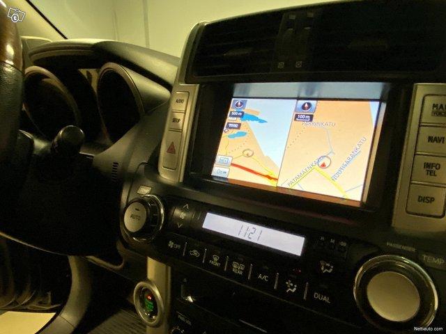 Toyota Land Cruiser 16
