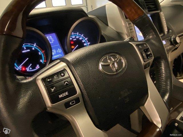 Toyota Land Cruiser 18