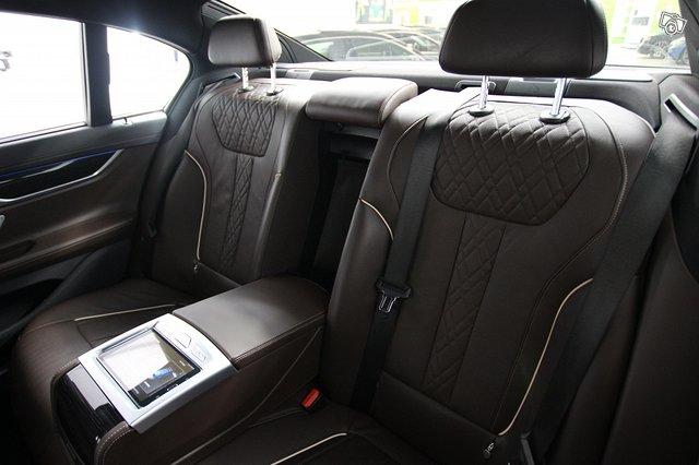 BMW 740 10