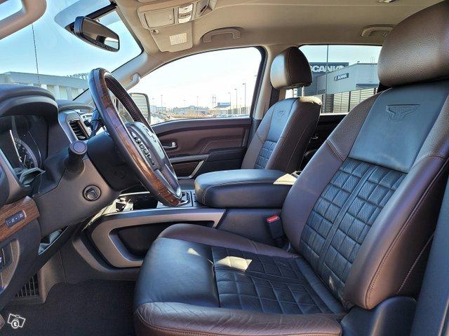 Nissan Titan 9