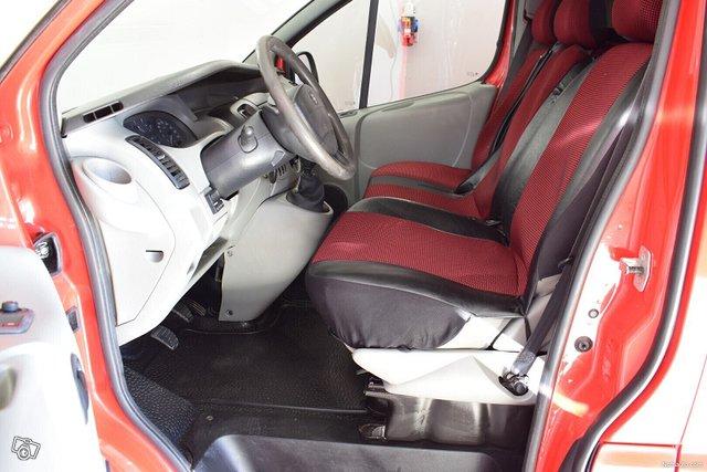 Nissan Primastar 9