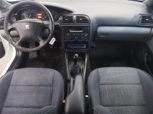 Peugeot 4D 406 Sedan 8