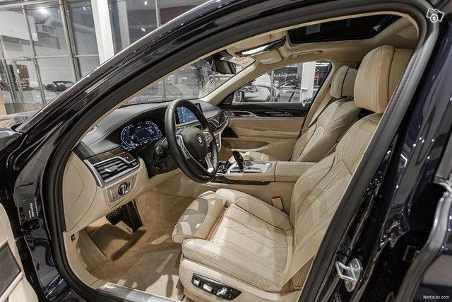 BMW 745 5