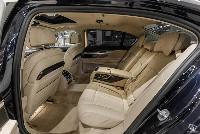 BMW 745 6