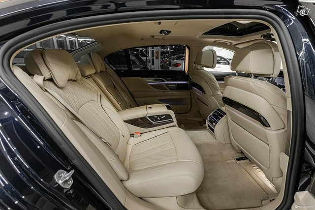 BMW 745 7