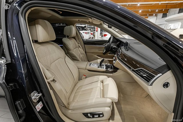 BMW 745 8