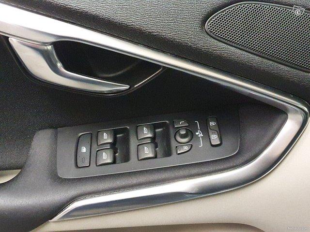Volvo V40 10