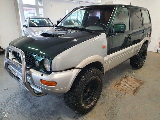 Nissan Terrano II 2