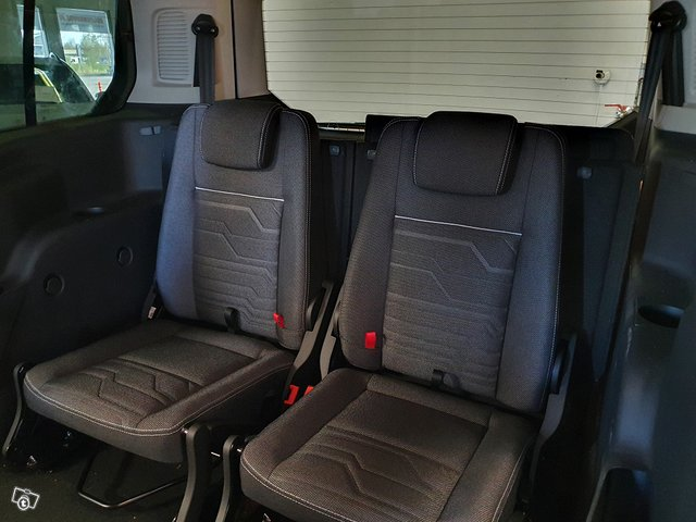 Ford Grand Tourneo Connect 6