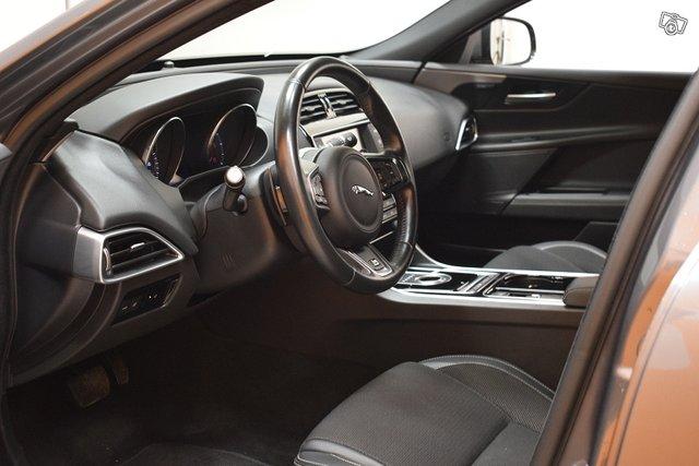 Jaguar XE 25