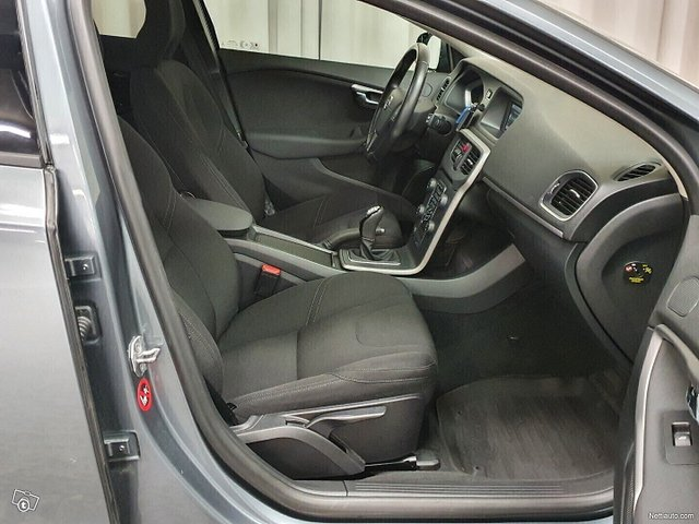 Volvo V40 13