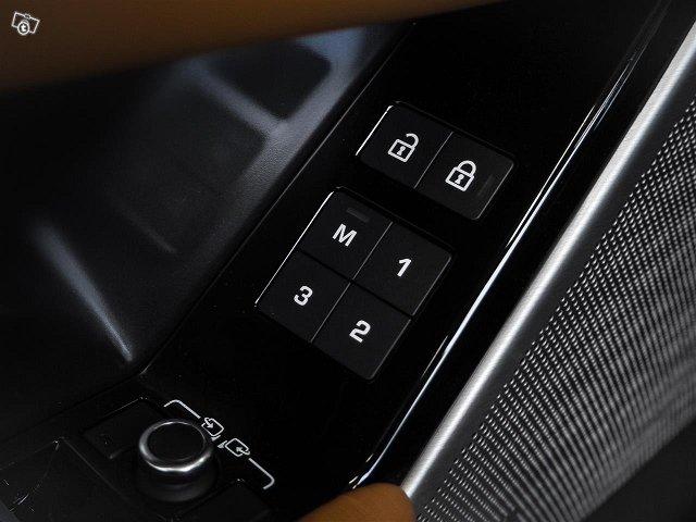 Land Rover Range Rover Velar 11