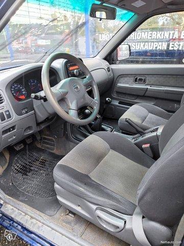 Nissan NP300 8
