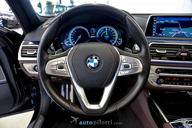 BMW 740 18