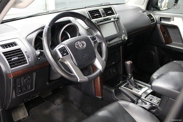 Toyota Land Cruiser 13