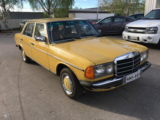 Mercedes-Benz 4DSEDAN -200D-123D/2800