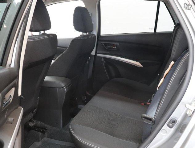 Suzuki SX4 S-Cross 16