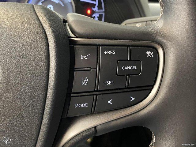 Lexus UX 17
