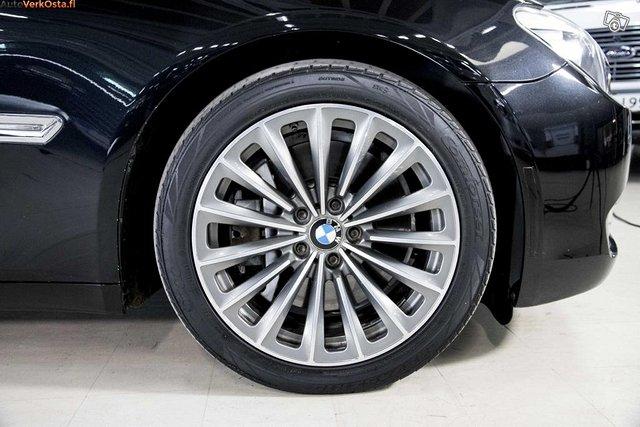 BMW 750 8