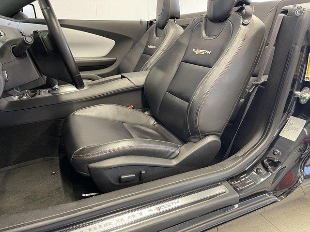 Chevrolet Camaro Convertible 13