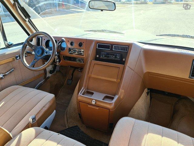 Chevrolet Chevy Van 20