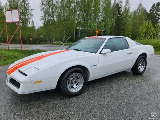 Pontiac Firebird 18