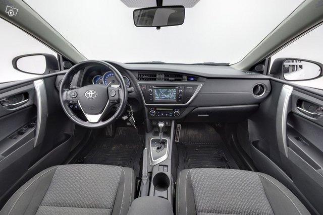 Toyota Auris 9