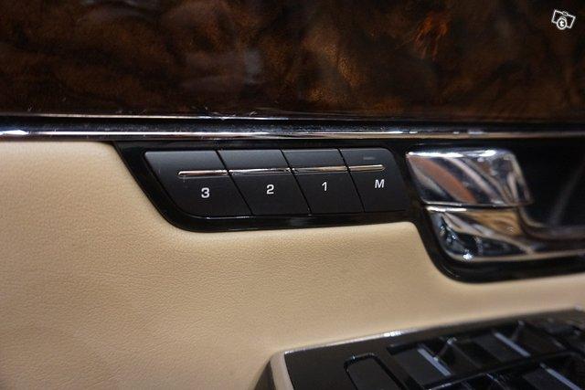 Jaguar XJ 22