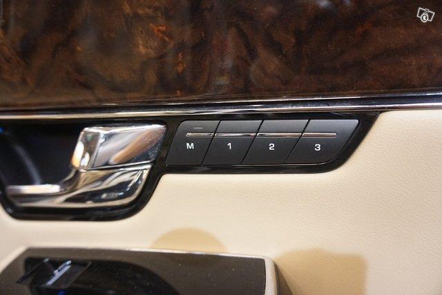 Jaguar XJ 24
