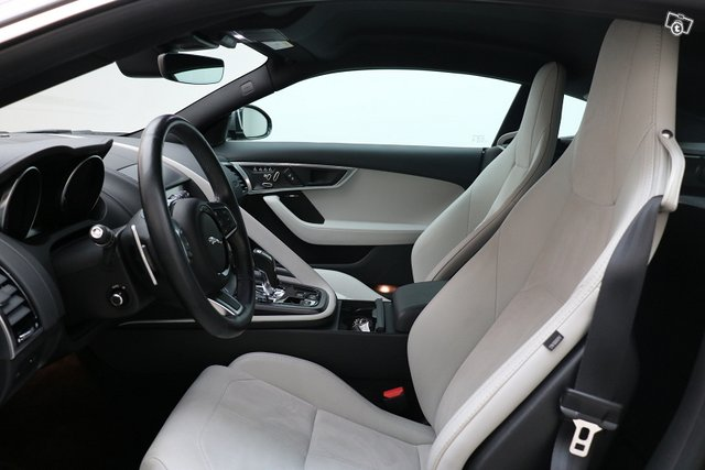 Jaguar F-Type 7