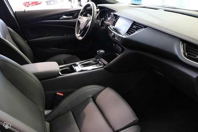 Opel INSIGNIA 16