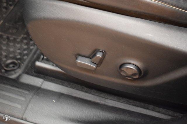 Jeep Cherokee 24