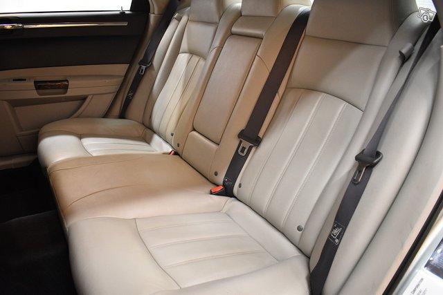 Chrysler 300C 12