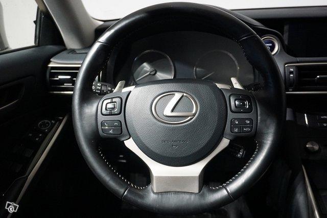 Lexus IS 17
