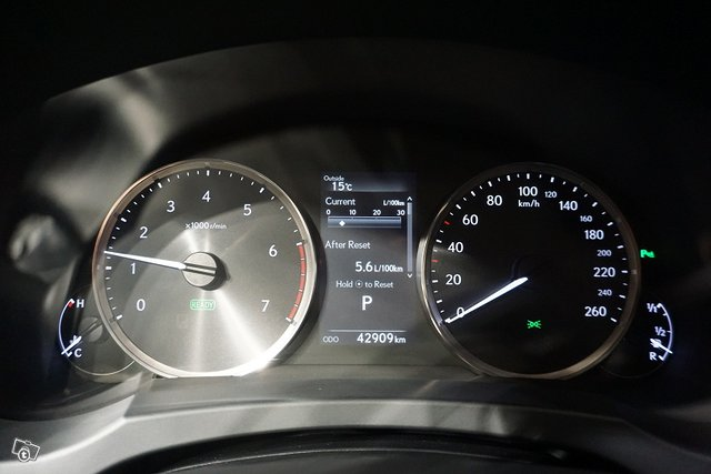 Lexus IS 18