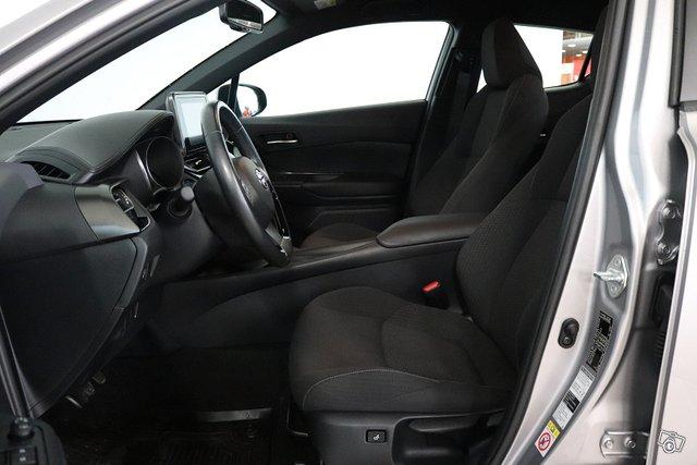 Toyota C-HR 12