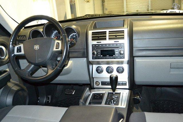 Dodge Nitro 6