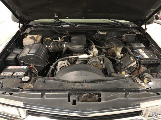 Chevrolet Suburban 13