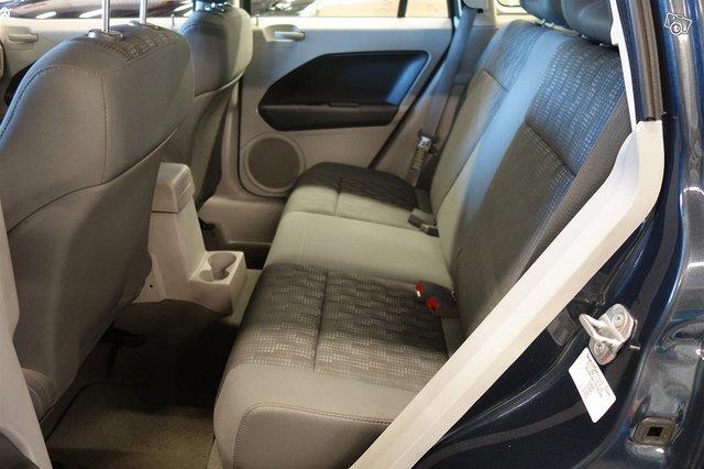 Dodge Caliber 9