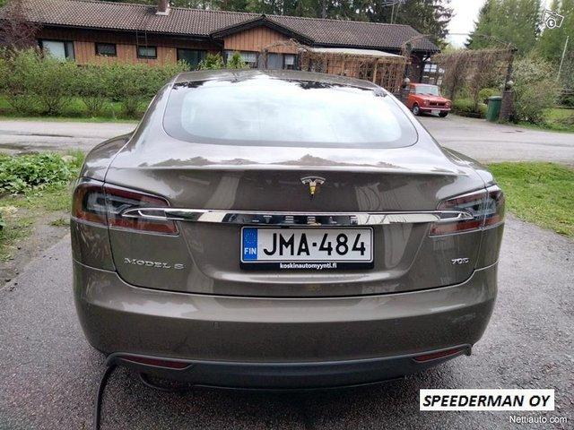 Tesla Model S 14