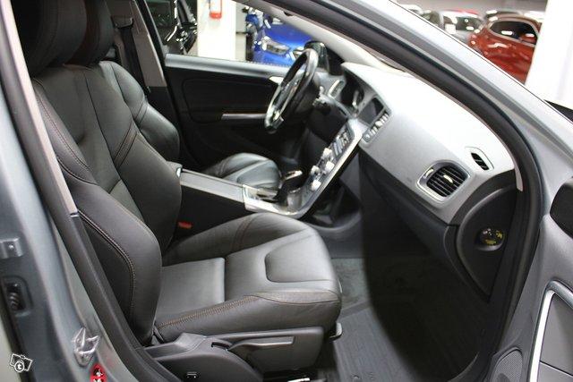 Volvo V60 Cross Country 8