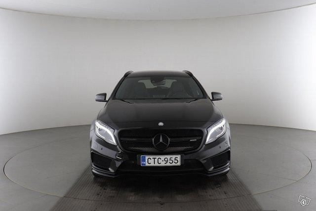 Mercedes-Benz GLA 45 AMG 8