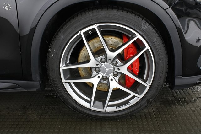 Mercedes-Benz GLA 45 AMG 9