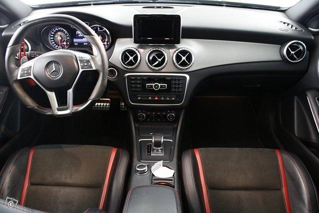 Mercedes-Benz GLA 45 AMG 11