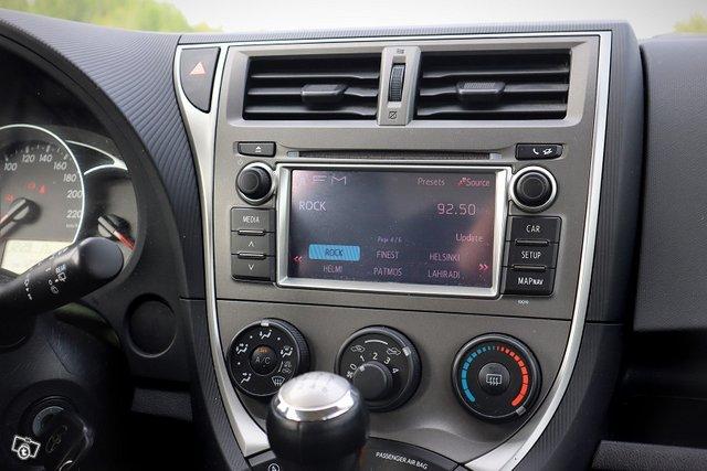Toyota Verso-S 8