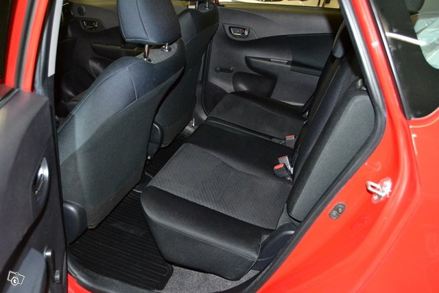 Toyota Verso-S 13