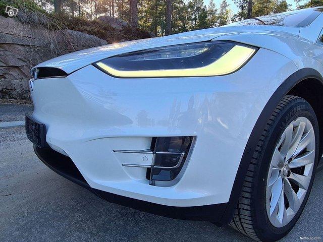 Tesla Model X 6